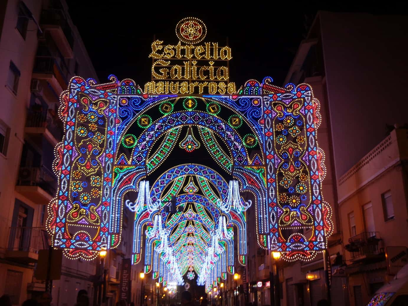 Falla Malvarrosa opens its illuminated streets. 1