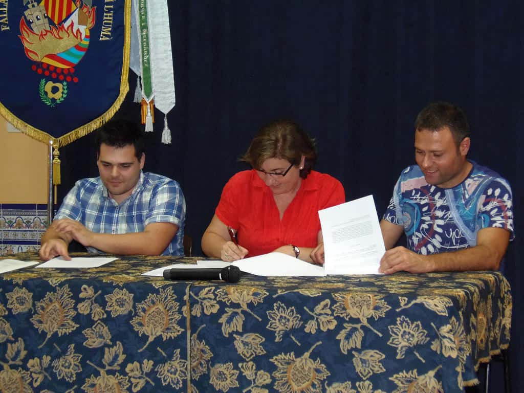 Signing contracts in the Santa Maria Micaela Falla the Falla by 2016 1