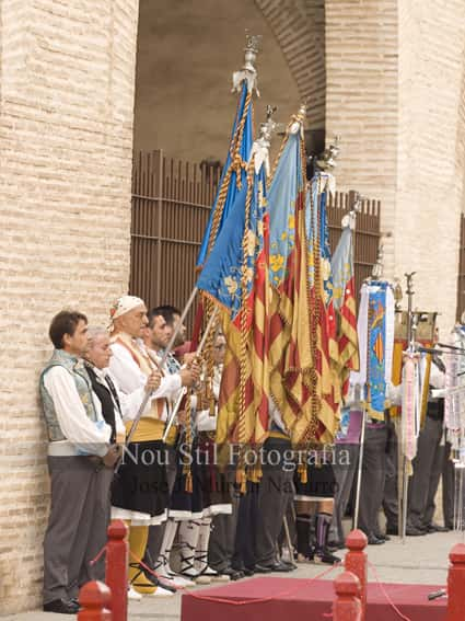 Tribute to the Señera of the grouping of Fallas of the maritime