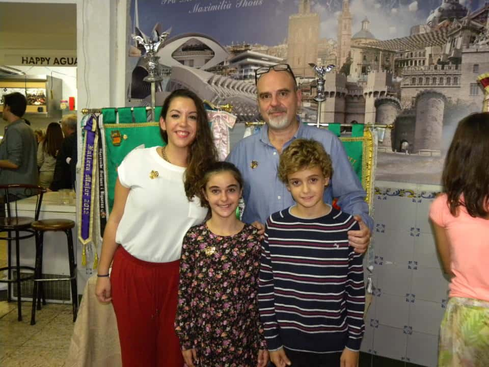 The Falla Fray Pedro Vives-Bilbao-Maximiliano Thous Debuts banners on its 50th anniversary 2