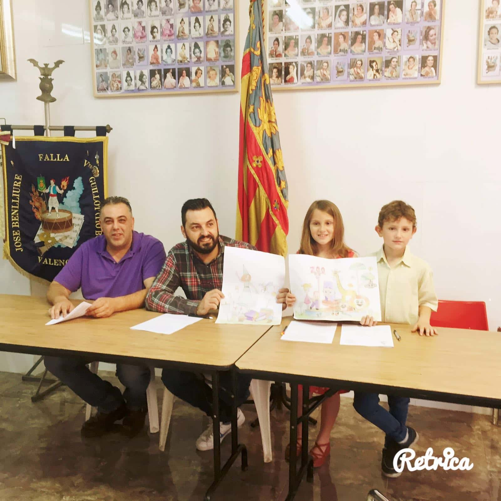 The Falla of José Benlliure Vte - Guillot 'Uncle ball' signs with the Falla artist Francisco Fuentes 1