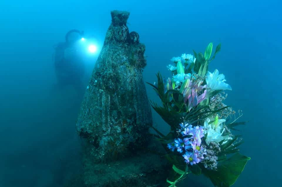 The Maritime carried out his flowers offering to the Mare de Déu