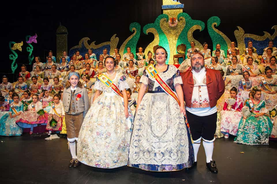 Presentation of the Falleras Mayores of the Falla Naquera Lauri Volpi for the 2017 Fallas 1