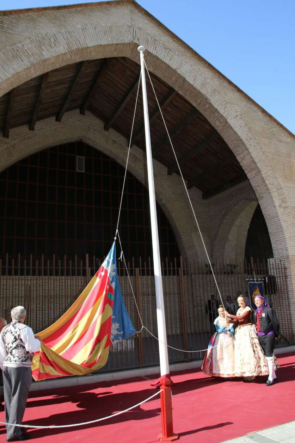 The Grouping of Fallas of the Maritime paid Tribute to the Royal Senyera 1