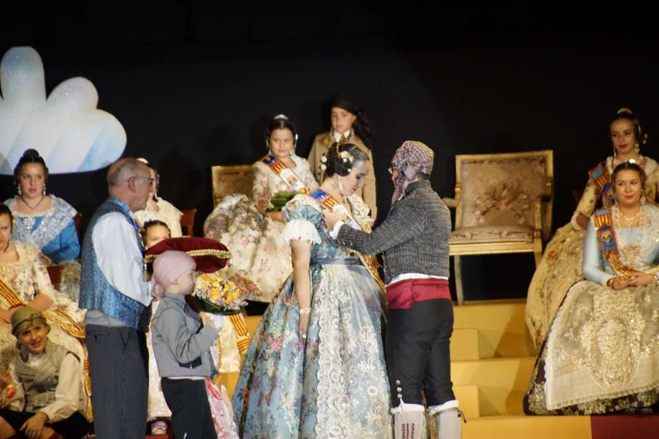 The Falla of Dr. J. J. Dómine – Port, lifted their Falleras Mayores for the Fallas 2018
