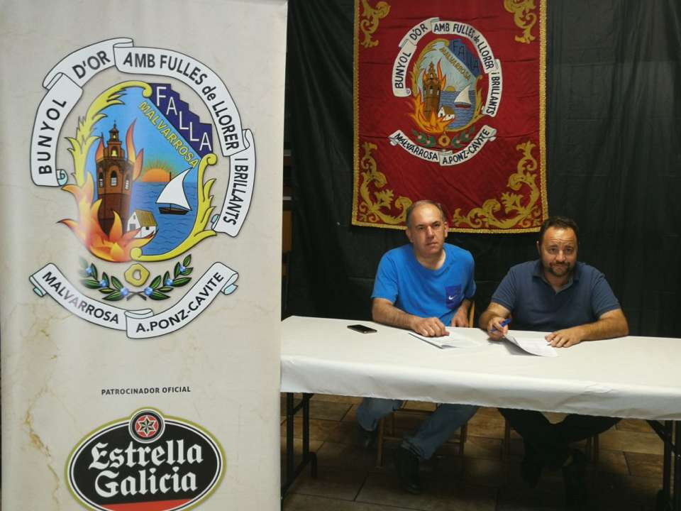 Signing of contract in the Falla Malvarrosa with the artist Paco Giner for the Falla of 2019