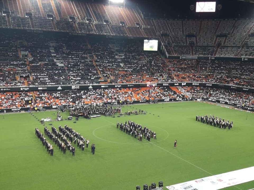 Mestalla, the scene of 10 Guinness Record of bands of music 1