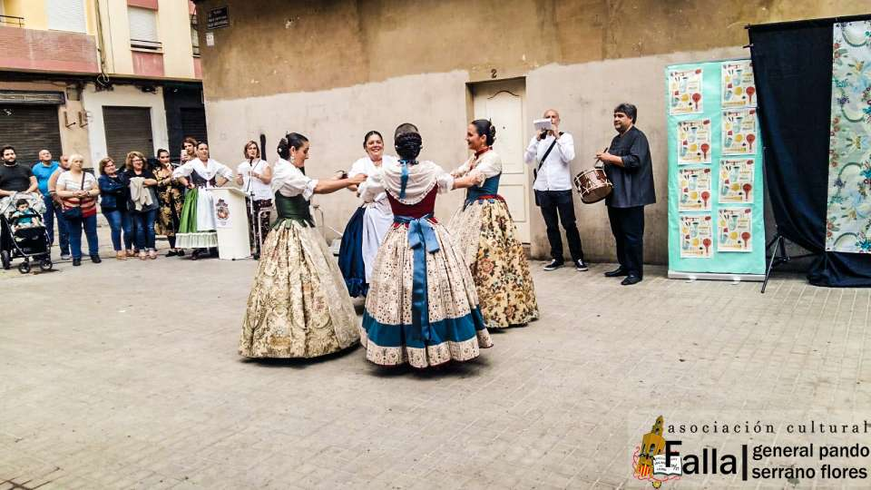 The group of regional dances of the General Falla of Pando acted on the Falla Poet Emilio Baró