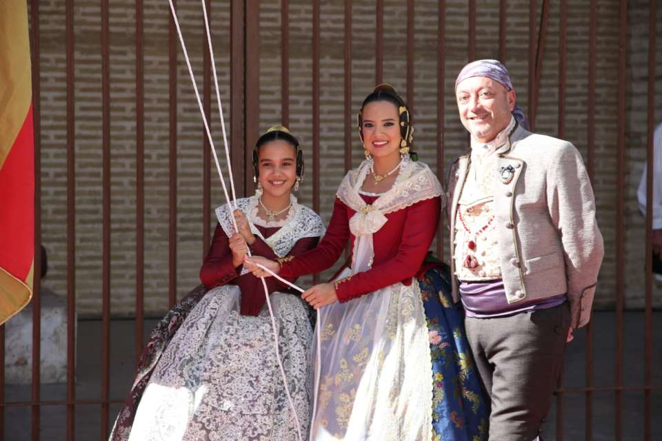 The Association of Fallas del Marítimo paid tribute to the Royal Senyera in the Atarazanas of Valenc