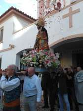 Procession of the Virgin of the Helpless through the streets of the neighborhood of la Malvarrosa