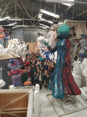 The Falla Cuenca Tramoyeres visited the workshop of Pepe and José Sales